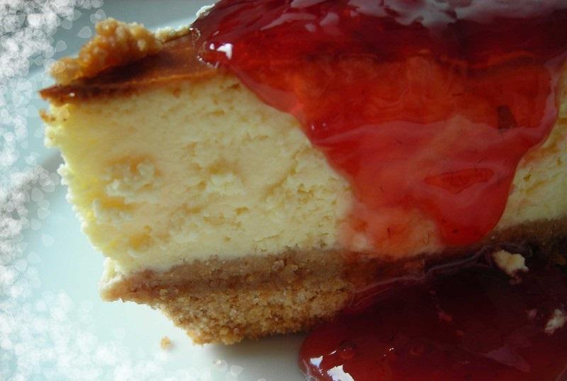 pastel del queso al horno con frutas del bosque